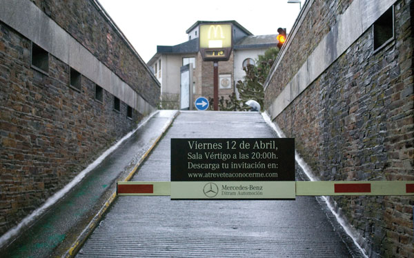 Publicidad en Parkings Barrera Mercedes Benz