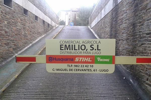 Publicidad en Parkings Barrera Comercial Agrícola Emilio