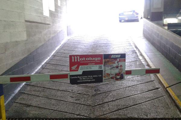 Publicidad en Parkings Barrera Motolugo