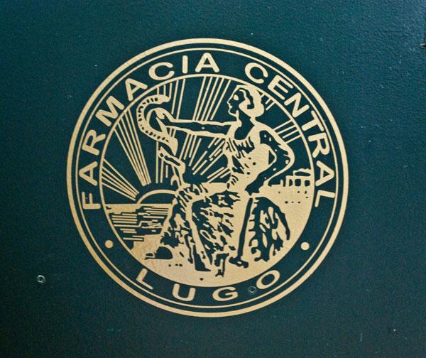 Farmacia Central Lugo: vinilo de corte dorado